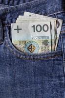 várias notas polonesas jeans bolso foto