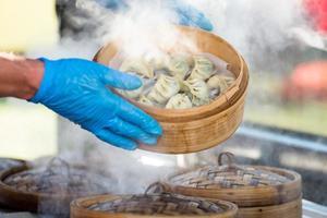preparação de bolinhos de dim sum foto