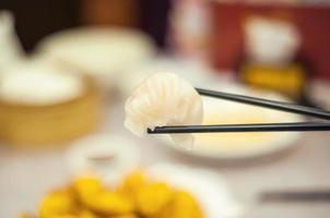 bolinho de massa de camarão cantonense dim sum foto