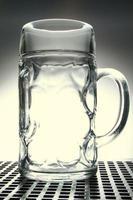 caneca de cerveja vazia foto