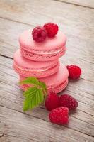 biscoitos de macaron de framboesa rosa foto