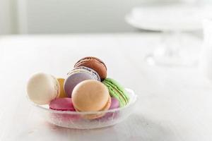 macarons macaroons com açúcar em pó foto