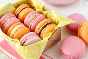macarons coloridos franceses na caixa