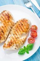peitos de frango grelhados