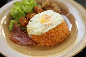conjunto de café da manhã estilo americano, arroz frito foto