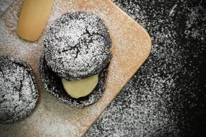 fundo de sobremesa / sobremesa / sobremesa em fundo preto foto