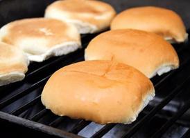 pães de hambúrguer foto