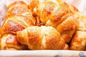 os croissants frescos foto