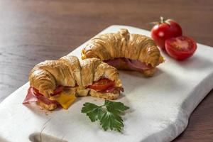 sanduíche de croissant foto
