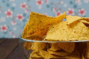 tigela de tortilla chips foto