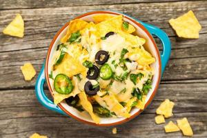 nachos com queijo derretido