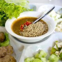 envoltórios de almôndegas vietnamitas (nam neung) foto