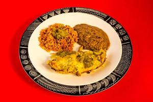 jantar mexicano de enchiladas verde foto