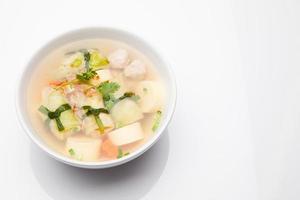 sopa com carne de porco picada