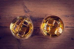 uísque uísque em um copo