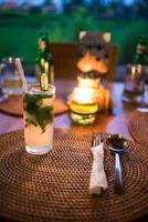 mojito cocktail na mesa