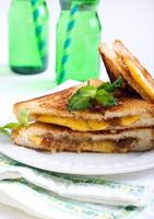 geléia de figo e sanduíche grelhado com queijo foto