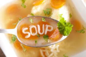 sopa de macarrão com bolinhos foto
