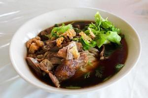 sopa de macarrão tailandês foto