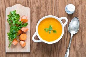 sopa de cenoura foto