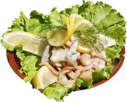 salada fresca e saborosa com molho e carne de frango foto