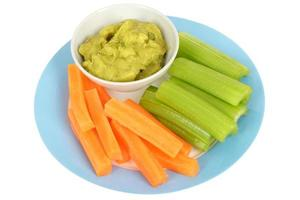 legumes com molho de guacamole foto