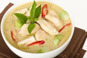sopa tailandesa de curry verde foto
