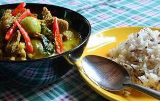 caril de porco verde, cozinha tailandesa foto