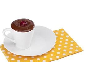 bebida de chocolate com cereja foto