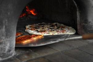pizza no forno foto