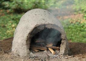 forno de barro ao ar livre. foto