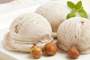 sorvete artesanal de avelã foto