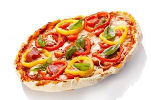 pizza em fundo branco