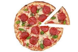 pizza de pepperoni fatiada foto