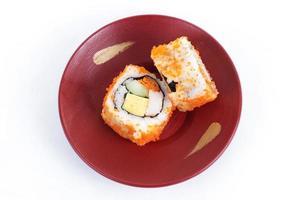 sushi roii maki da califórnia com masago foto