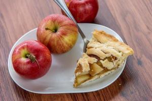 torta de maçã fatiada assada fresca