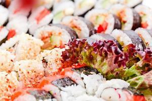 apetitoso sushi japonês foto