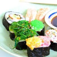 comida japonesa shushi foto