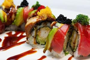 rolo de sushi fechar