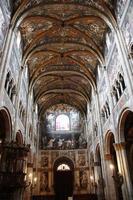 Catedral de tiros indoor de santa maria assunta em parma itália