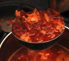 preparar sopa de beterraba foto