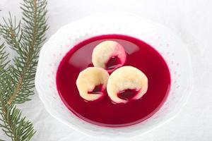 borscht com ravioli foto