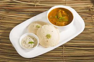 sambar com prato indiano, idli foto