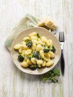 nhoque com brócolis foto