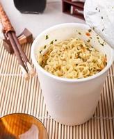 refeição asiática com macarrão ramen foto