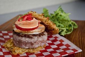 hambúrguer de ramen foto