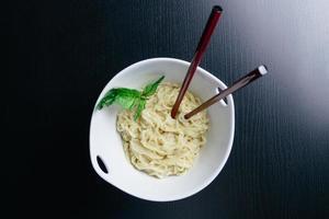 macarrão asiático foto