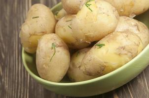 batatas jovens cozidas foto