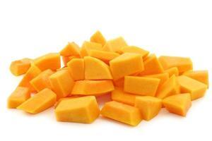 cortar blocos de abóbora butternut foto