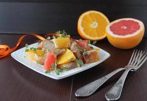 salada com frango, laranja e toranja foto